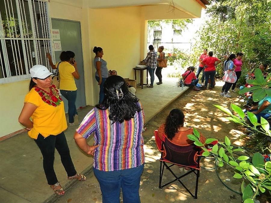 Photo of En protesta por un mal nombramiento, docentes toman el SIVU