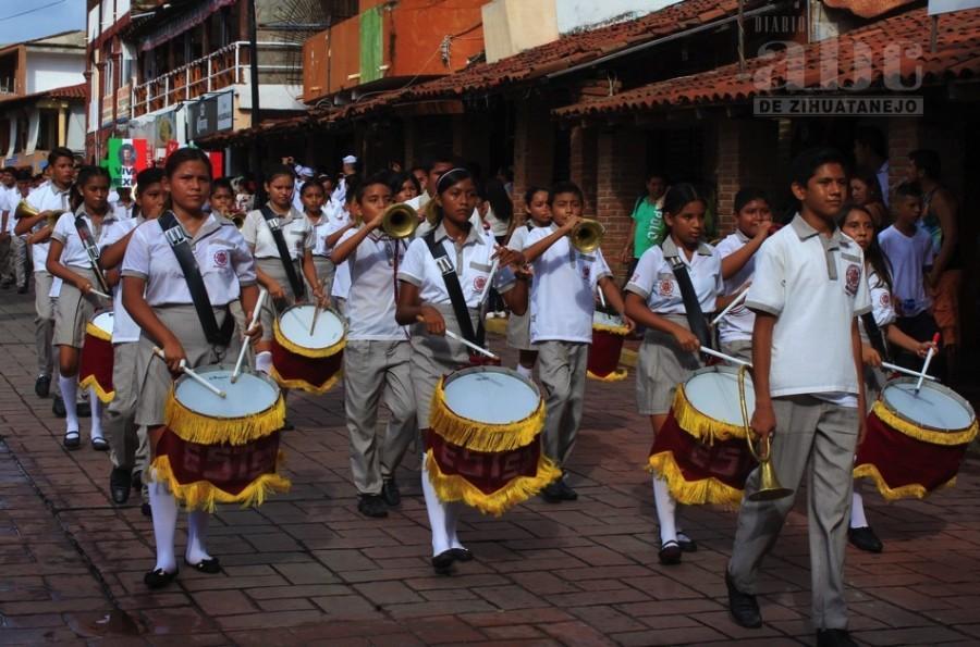 Photo of Realizan desfile cívico-militar por 208 aniversario de la Independencia de México
