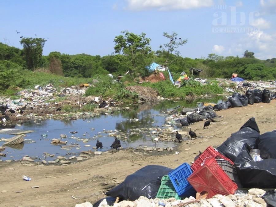 Photo of Habitantes del relleno sanitario piden campaña de entrega de tinacos