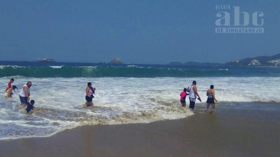 Photo of Varios rescates en zona de playa durante evento de mar de fondo
