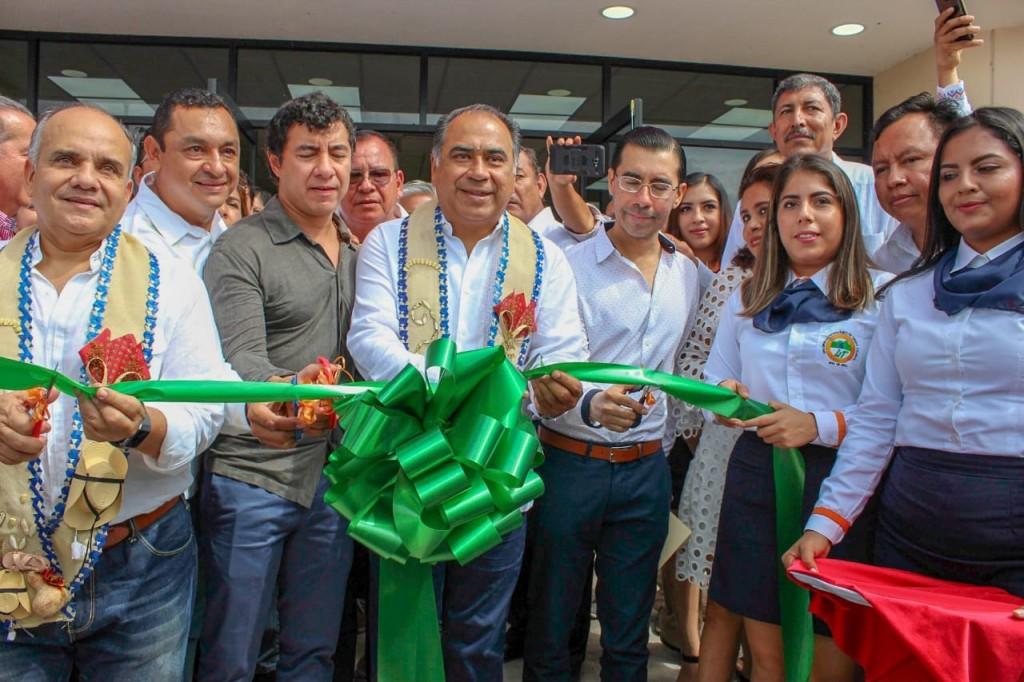Photo of OBRAS DE INFRAESTRUCTURA EDUCATIVA, DE AGUA POTABLE, APOYOS SOCIALES Y BECAS, ENTREGÓ ASTUDILLO EN TIERRA CALIENTE