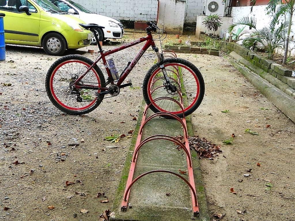 estacionamiento-bicicletas--zihuatanejo.jpg