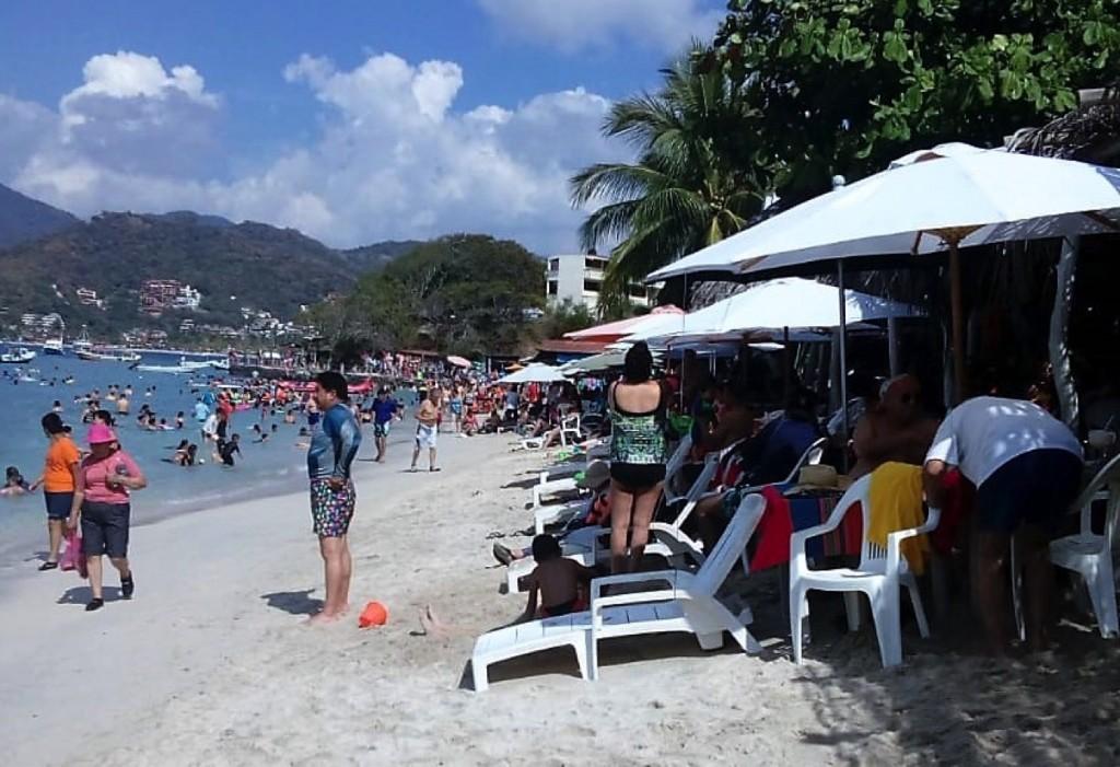 playa-llena-zihuatanejo.jpg