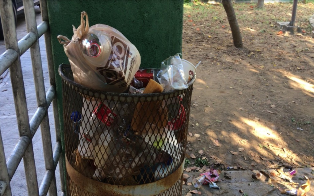 basura-parque--zihuatanejo.jpg