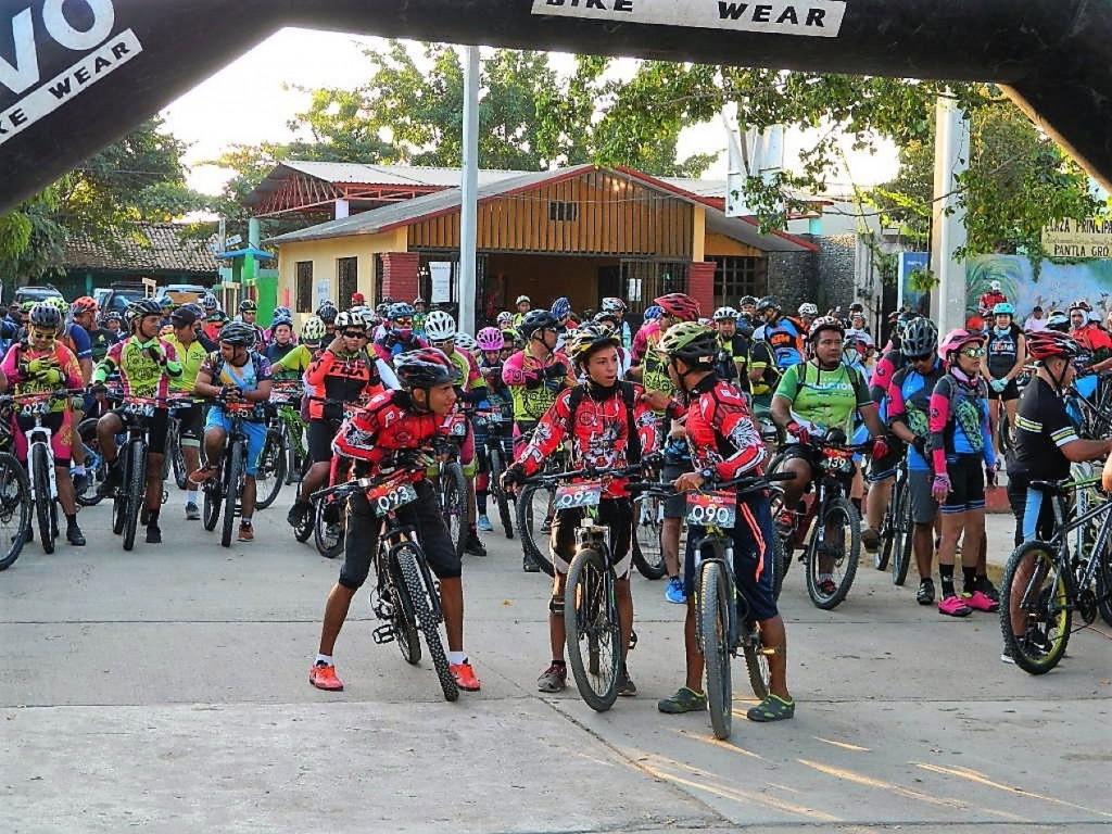 Photo of 150 ciclistas en el 1er Reto San Ignacio: 35 y 60 km