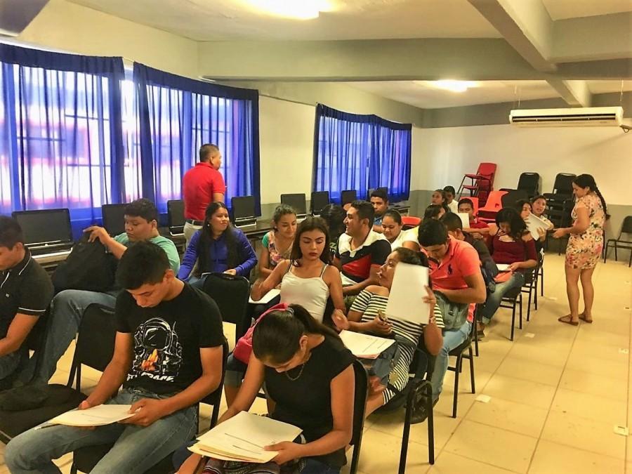 becas-estudiantes-zihuatanejo.jpg