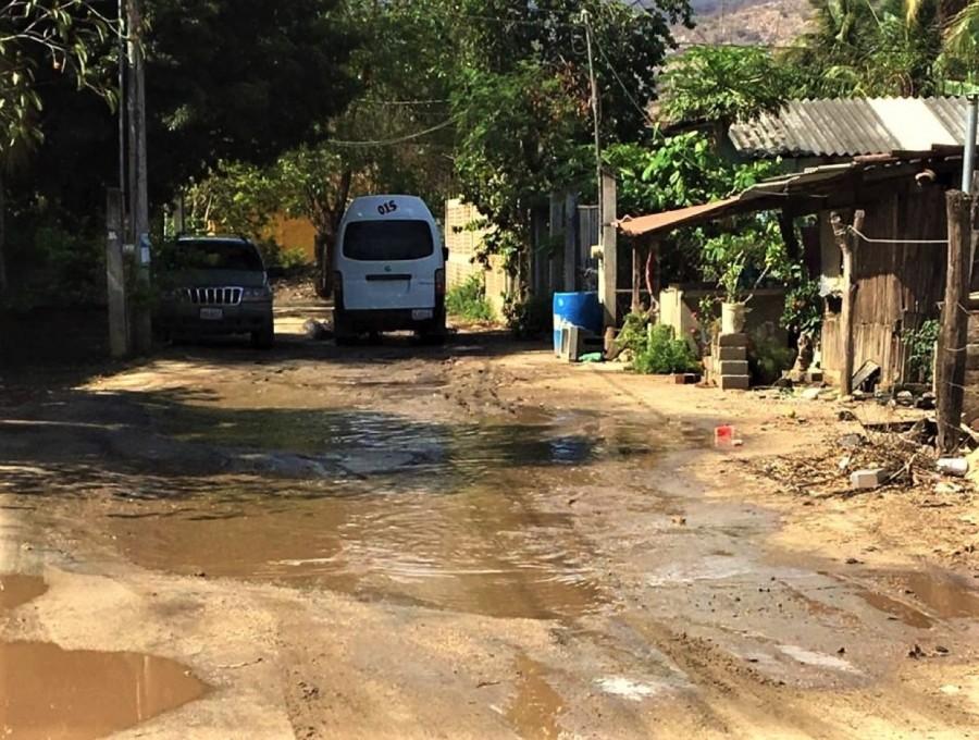 abandono-calle-coacoyul-zihuatanejo.jpg