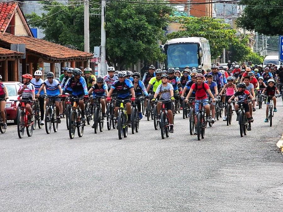 ciclistas-hacen-recorrido-cultura-vial--ixtapa--zihuatanejo.jpg