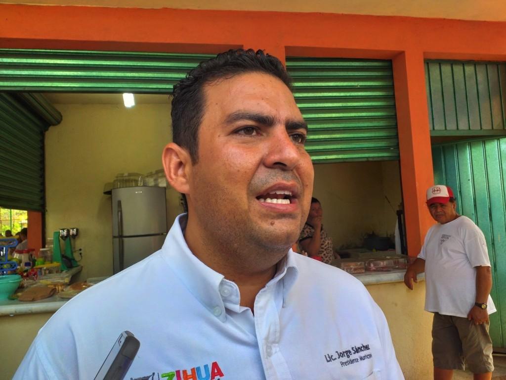 fertilizante-alcalde-jorge-sanchez-zihuatanejo.jpg