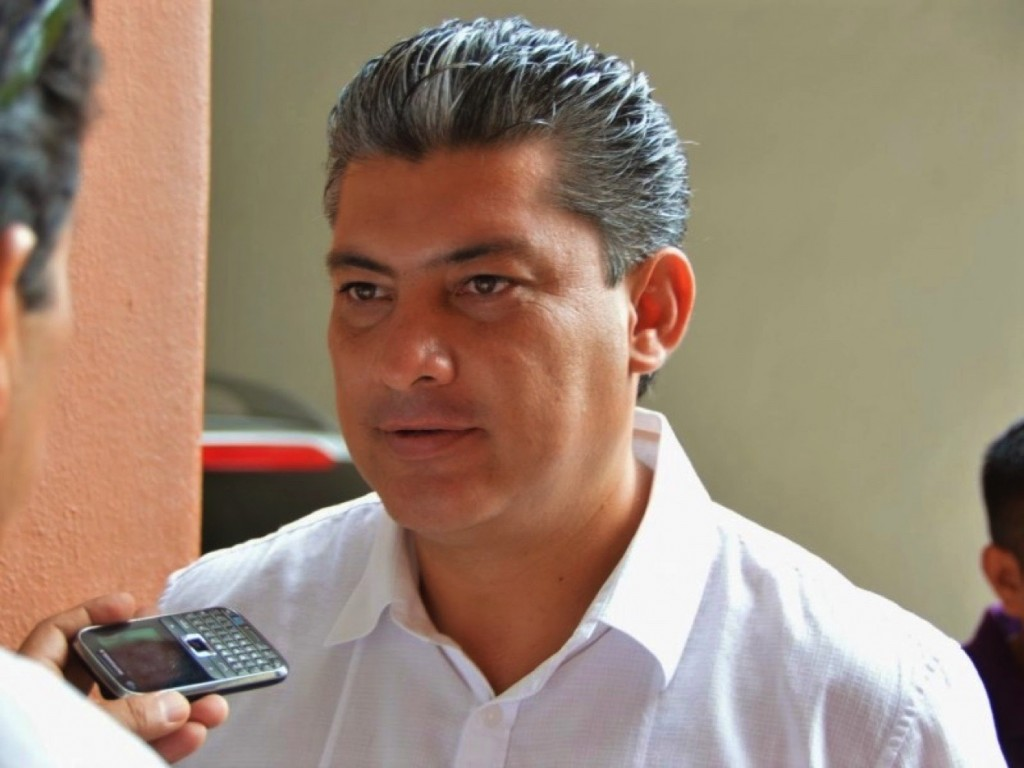 Photo of Se preparan homenajes para ex alcalde de Zihuatanejo, Eric Fernández