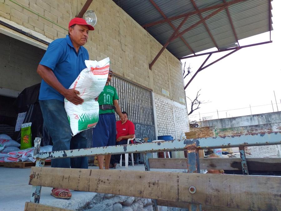 Photo of Inicia entrega de fertilizante en Zihuatanejo