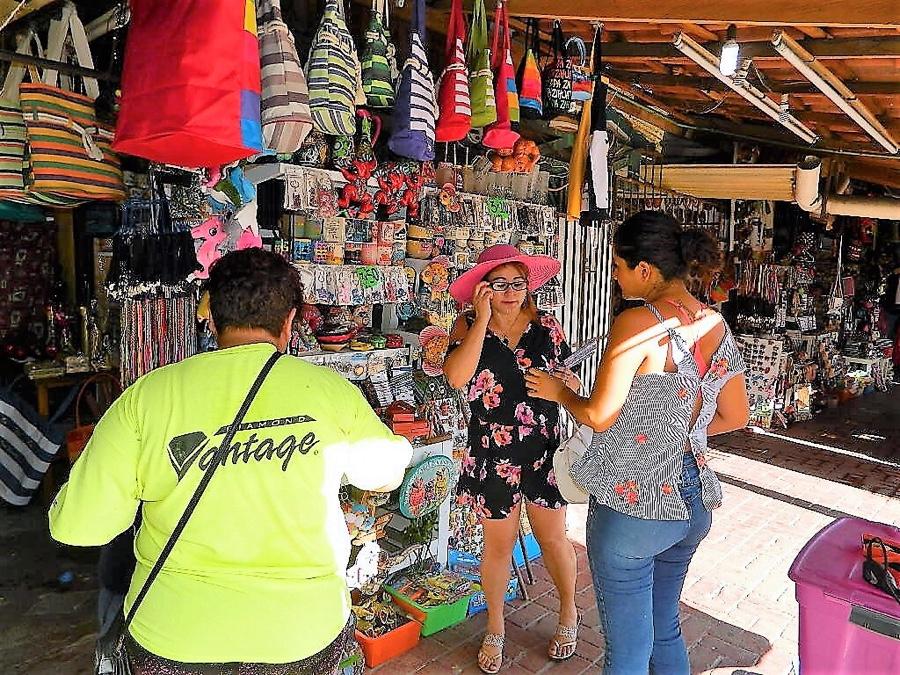 """Photo of Muy poco se han incrementado las ventas en mercado """"La Marina"""""""