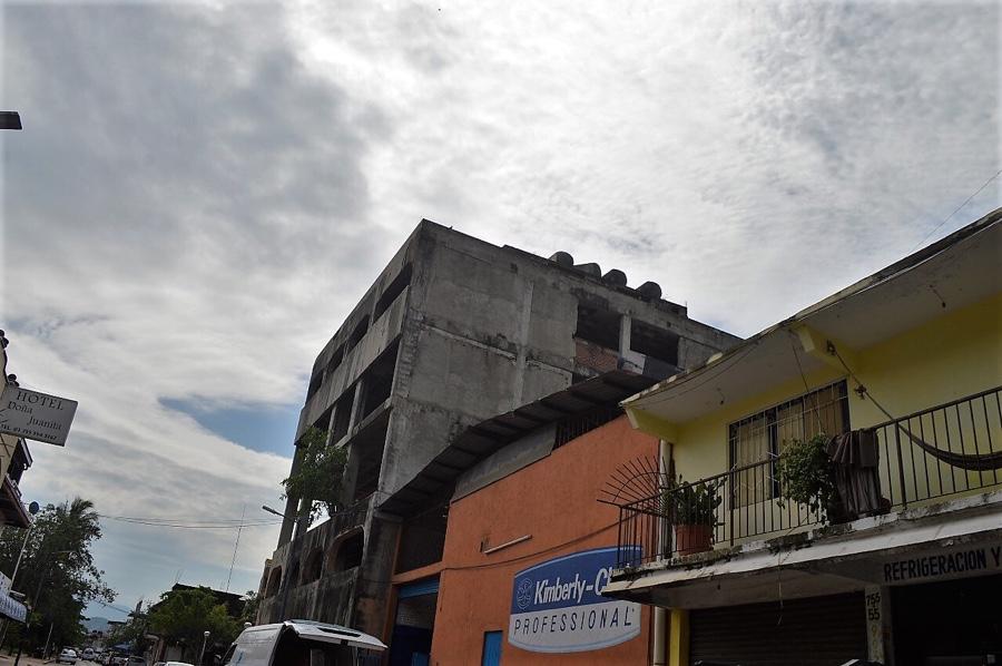 Photo of Edificios viejos inconclusos son un riesgo y una pésima imagen de la ciudad