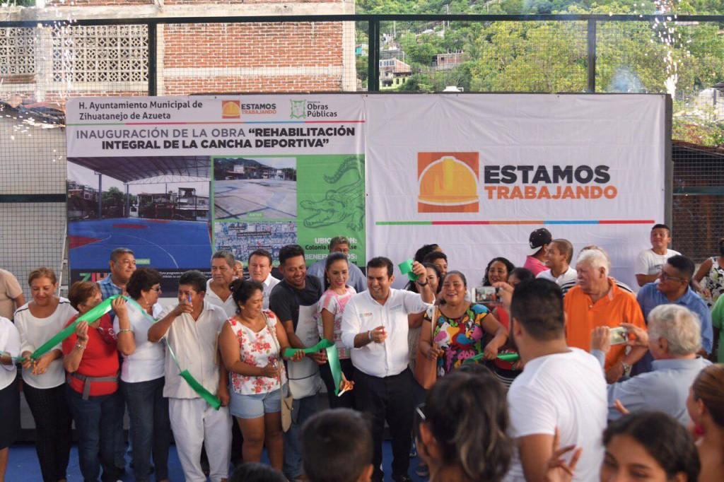 Photo of Presidente Jorge Sánchez entrega una cancha más del programa Estamos Trabajando