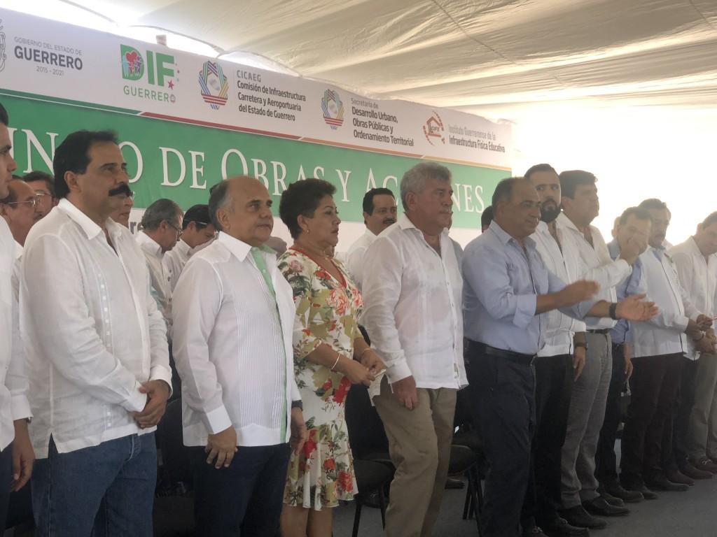 Photo of Presentó Héctor Astudillo a Andrés Manuel López Obrador proyecto para terminar ampliación de carretera Zihuatanejo-Acapulco