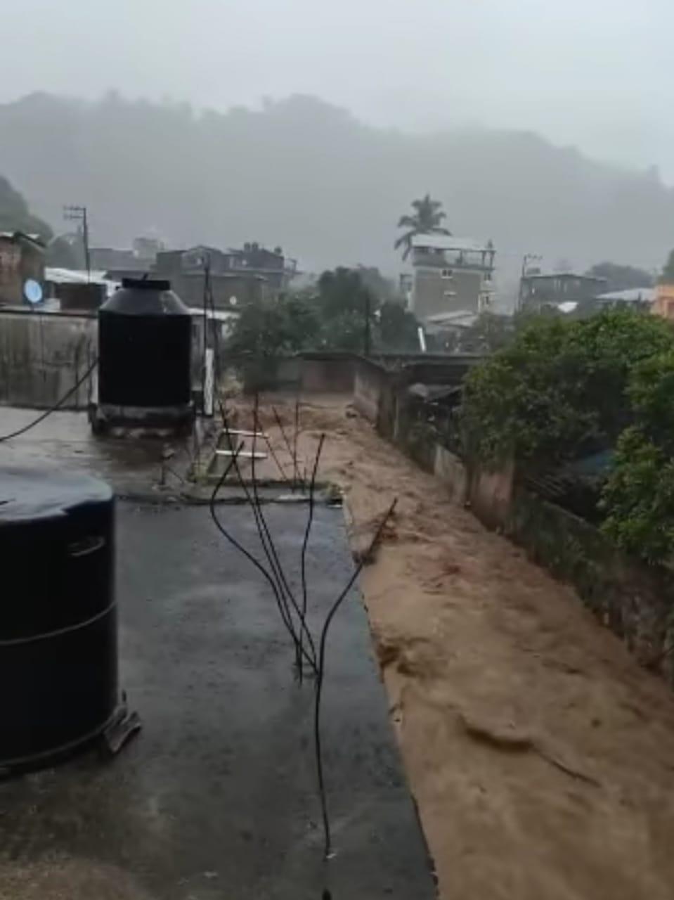 Photo of Fuerte lluvia deja varias casas inundadas de lodo en sierra de Atoyac