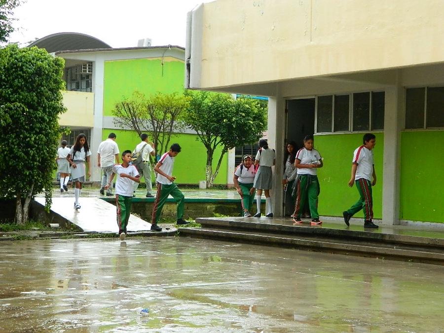 """Photo of Lluvias causadas por """"Octave"""" afectan actividades en escuelas"""