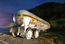 Photo of 5 muertos y 21 intoxicados por volcadura de una pipa de transporte de Amoniaco en Infiernillo entre Guerrero y Michoacán.